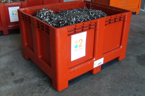TYPE J - Large leakproof plastic bin for swarf recycling
