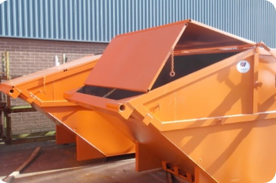 Safely opening lidded skip for scrap metal recycling